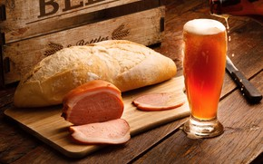 Picture foam, glass, beer, bread, baton, smoked meat