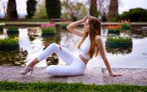 Picture trees, flowers, sexy, pose, pond, Park, model, portrait, jeans, makeup, Mike, figure, hairstyle, sitting, redhead, …