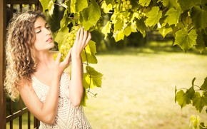 Picture girl, pose, grapes