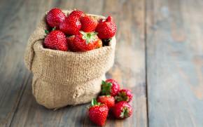 Picture macro, berries, strawberry, wood