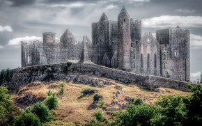 Picture the sky, clouds, fog, castle, wall, treatment, hill, tower, haze, architecture, the bushes, medieval