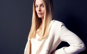 Picture look, actress, Margot Robbie, straight hair