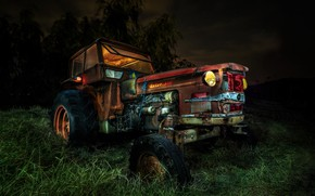 Picture night, tractor, scrap