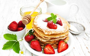 Picture strawberry, powdered sugar, pancakes, Olena Rudo