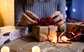 Picture winter, holiday, box, gift, hands, Christmas, New year, Christmas decorations, новогодние декорации