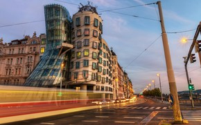 Picture the city, street, the evening, Prague, the dancing house