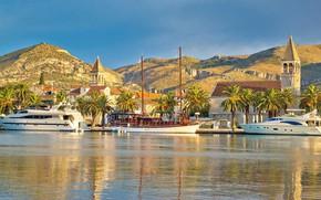 Picture the city, palm trees, yachts, promenade, Croatia, UNESCO, Trogir