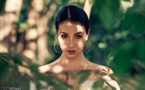 Picture greens, look, girl, face, portrait, earrings, freckles, shoulders, Wojtek Polaczkiewicz, Agata Socha