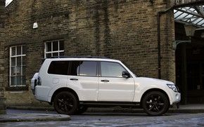 Picture white, the building, Mitsubishi, bricks, 2012, Black, Pajero, SUV, Shogun, the five-door, Montero