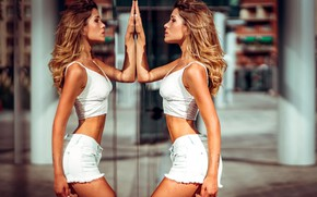 Picture girl, reflection, shorts, Francesca, Marco Squassina