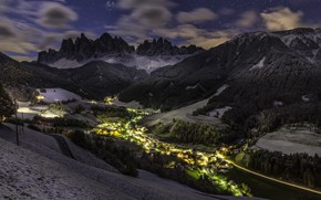 Picture mountains, night, the city
