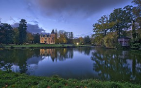 Picture pond, castle, the evening