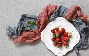 Picture berries, strawberry, plate, ripe