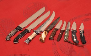 Picture knives, edged weapons, red cloth