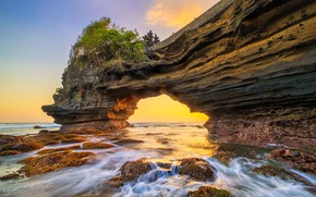 Picture rock, Indonesia, arch, the island of Bali, Tanah Lot