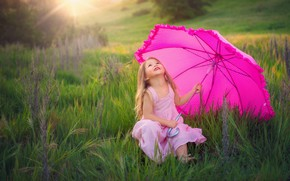 Picture greens, field, summer, grass, look, the sun, rays, joy, nature, childhood, face, pose, umbrella, emotions, ...
