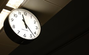 Picture time, subway, clock