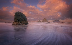 Picture the sky, rocks, shore