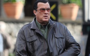 Picture pose, background, actor, actor, background, glasses, Director, director, posture, Steven Seagal, Steven Seagal