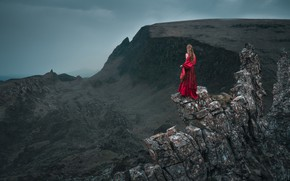Picture girl, rocks, height, dress, Lizzy Gadd