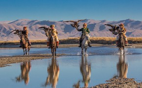 Picture hunters, Mongolia, Holiday eagle