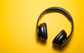 Picture music, headphones, yellow background