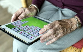 Picture card, the game, grandma, hands, tablet