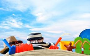 Picture sand, sea, shore, hat, glasses, bag