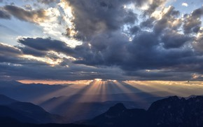 Picture the sky, clouds, rays