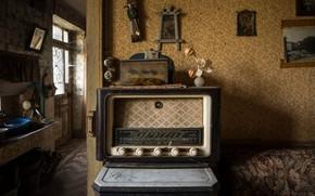 Picture room, radio, naturalism