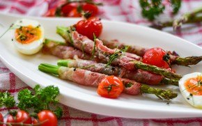 Picture eggs, meat, tomatoes, ham, asparagus