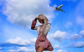 Picture Girl, the plane, Julia Damiá, Nick Naumenko
