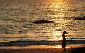 Picture sea, beach, girl, the evening, silhouette