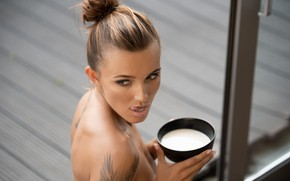 Picture girl, tongue, milk, tattoo, sponge, Guenter Stoehr, Ro
