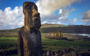 Picture idols, Chile, Easter Island, Ahu Tongariki