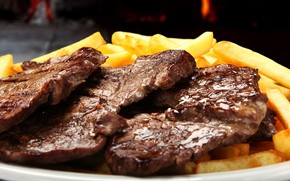 Picture close-up, food, meat, French fries, steaks
