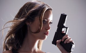 Picture look, pose, weapons, actress, hair, look, pose, actress, Summer Glau, Summer Glau, Terminator:The Sarah Connor ...