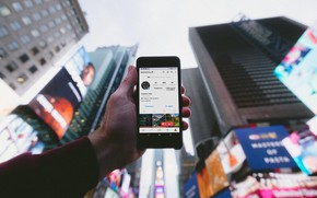 Picture the city, building, hand, blur, skyscrapers, advertising, skyscrapers, smartphone, in the center, instagram