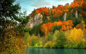 Picture river, rocks, the colors of autumn
