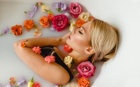 Picture girl, flowers, face, pose, mood, roses, the situation, bath, closed eyes, Juliana Mizinova, Victoria Spitsyn
