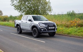 Picture pickup, Isuzu, on the road, D-Max, 2019, UK version, XTR