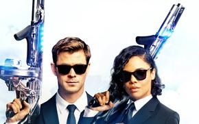 Picture glasses, Chris Hemsworth, Chris Hemsworth, Tessa Thompson, Men In Black International