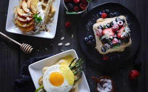 Picture berries, egg, waffles, asparagus