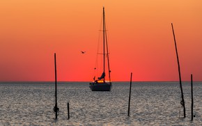 Picture sea, sunset, yacht, glow