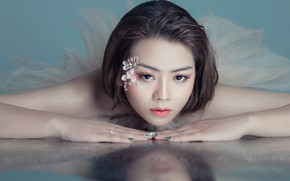 Picture look, girl, flowers, face, reflection, portrait, makeup, lies, decoration, Asian, Kare