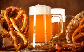Picture glass, beer, pretzel
