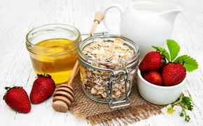 Picture berries, strawberry, honey, muesli