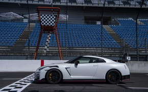 Picture white, Nissan, GT-R, R35, Nismo, 2020, at the start, 2019