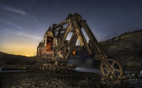 Picture night, loader, quarry