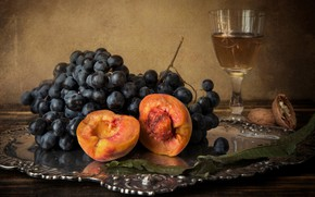 Wallpaper glass, walnut, grapes, still life, peach, tray